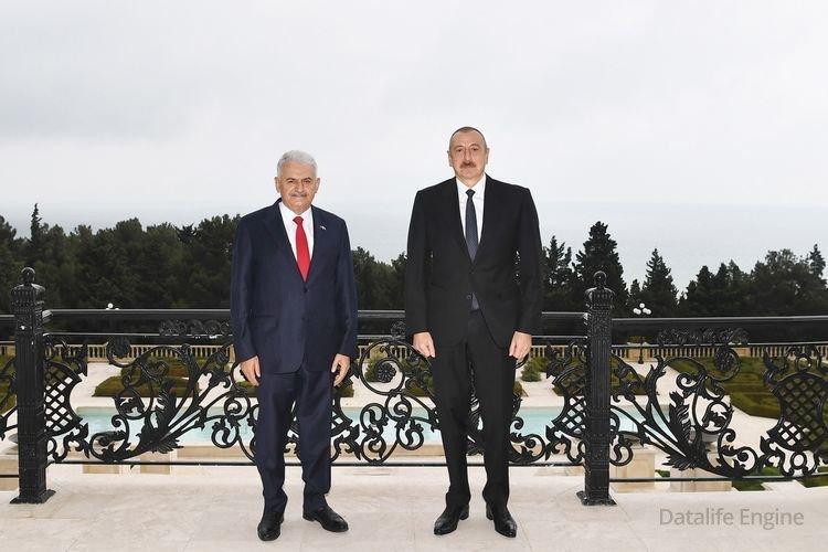İlham Əliyev Türkiyənin keçmiş baş nazirini qəbul edib