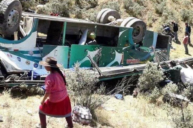 Boliviyada avtobus uçuruma düşdü, 12 nəfər öldü