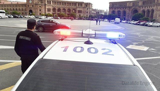 Yerevanda polis hökumət binasını əhatəyə alıb