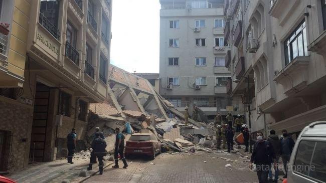İstanbulda yaşayış binası çökd