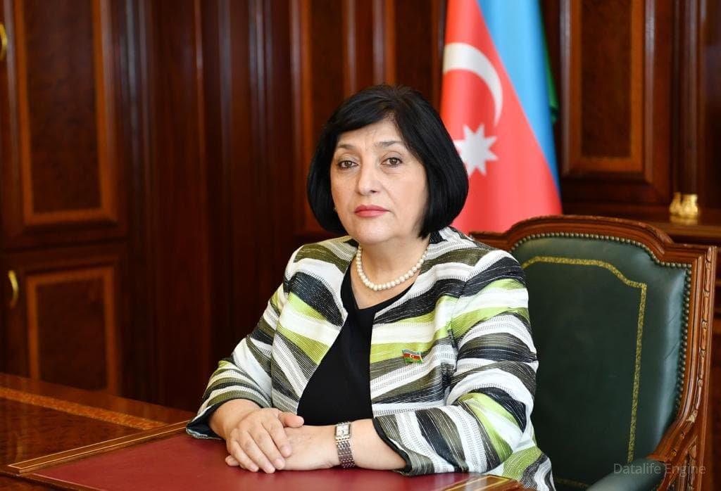 Spiker Şəhid jurnalistlərin ailələrinə başsağlığı verdi