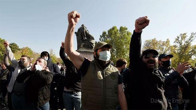 Ermənistanda seçkiqabağı qarışıqlıq: Paşinyanla Koçaryan tərəfdarları arasında toqquşmalar olub